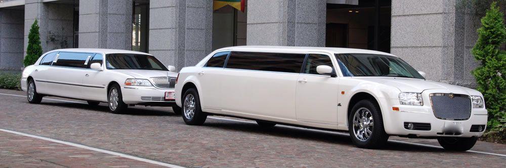 Une Limousine Chrysler et une Limousine Lincoln